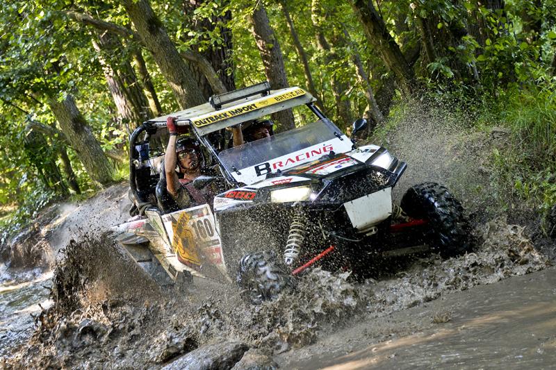 Alle Arten von Offroad-Fahrzeugen starten: Quads, ATVs, UTVs, Jeeps und LKWs.