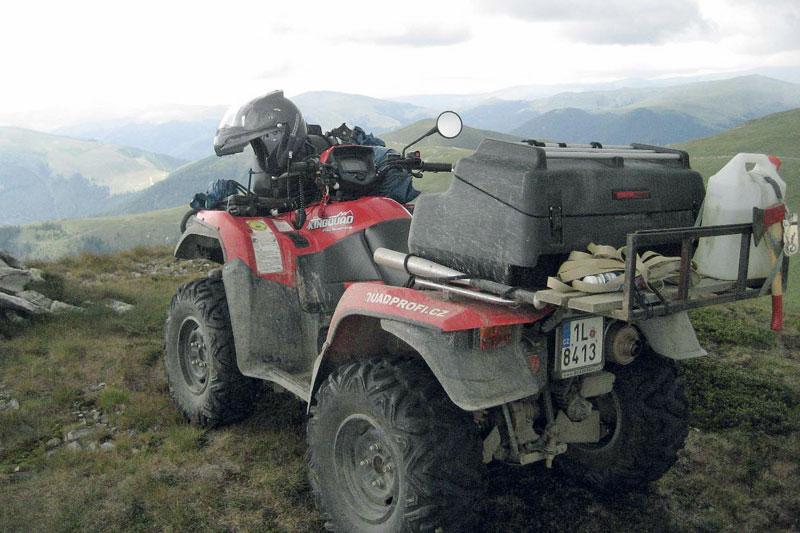 """Aufgemacht: Die Expeditionsfahrzeuge des Touranbieters """"Quadprofi"""" aus Tschechien."""